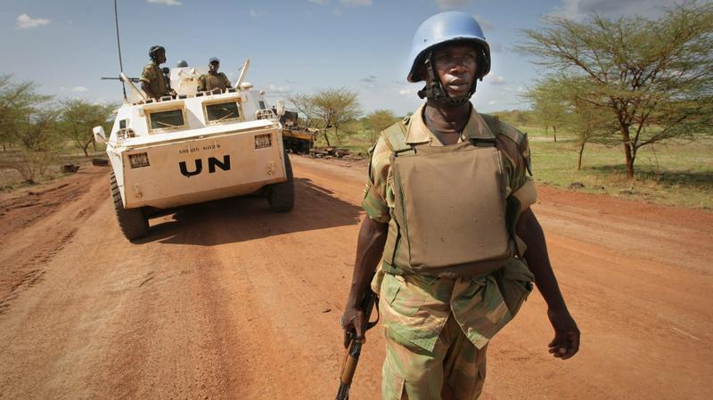 800_UNMIS_sudan_abyei_soldier_patrol_border_110531